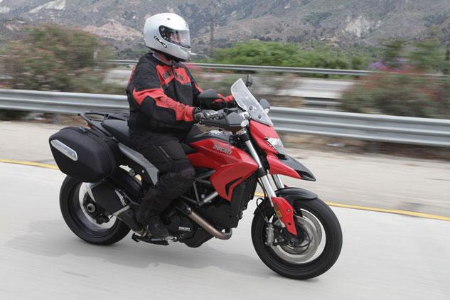 2013-Ducati-Hyperstrada2