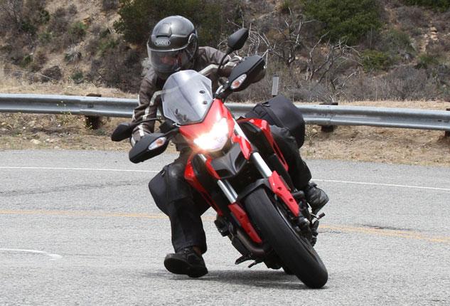 2013-Ducati-Hyperstrada3