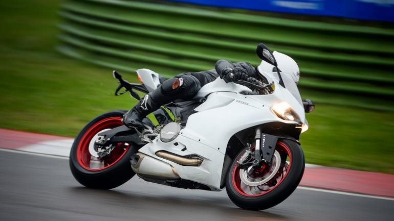 รีวิวการขับขี่ Ducati 899