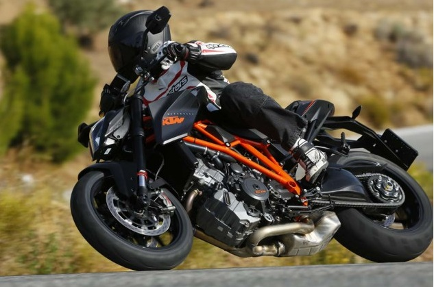 2014-KTM-Super-Duke-R-Review3