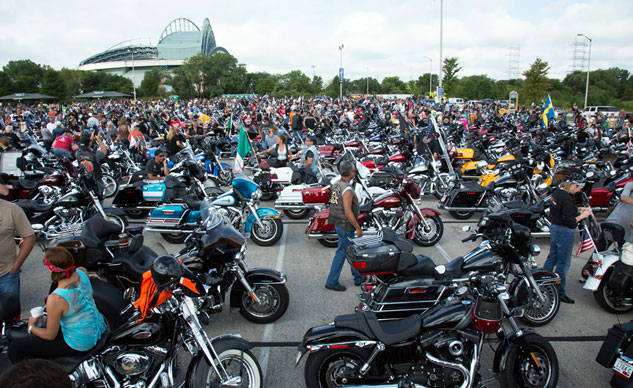 harley-davidson-110th-anniversary-parking
