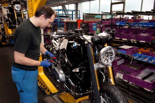 2014-bmw-r-ninet-production-2