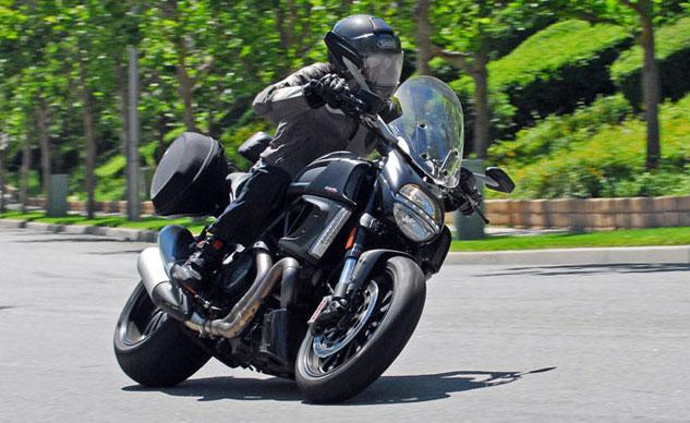 2013-Ducati-Diavel-Strada