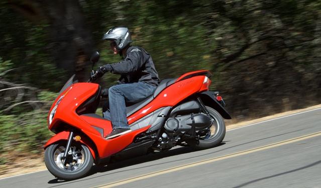 2014-Honda-Forza-First-ride-2