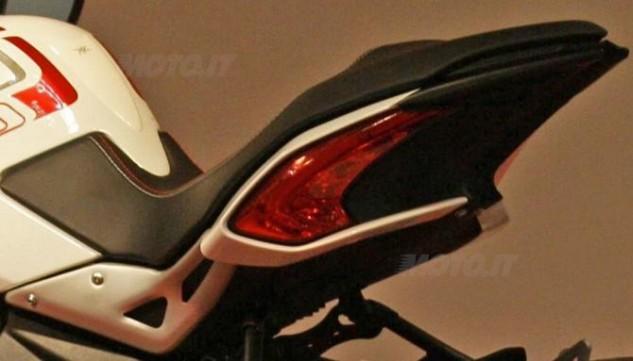 2014-mv-agusta-brutale-800-dragster-tail