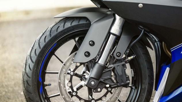 2014-Yamaha-YZF-R125-3
