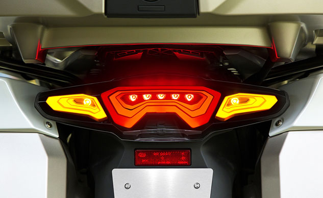 041014-bmw-oled-taillight-prototype