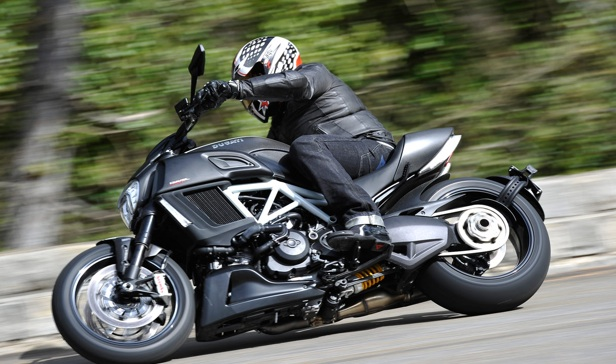 2015-Ducati-Diavel-First-Ride-2