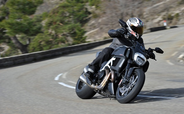 2015-Ducati-Diavel-First-Ride-3