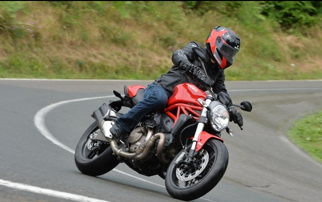 Ducati-Monster-821-review-3