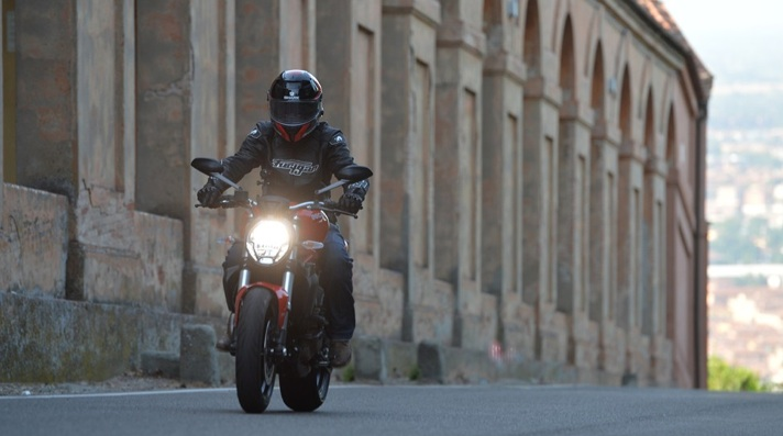 Ducati-Monster-821-review-4