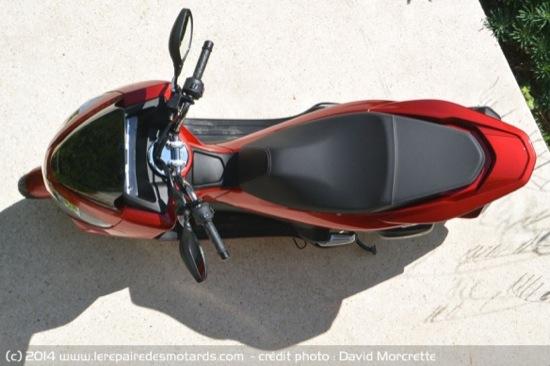 Review-2014-Honda-PCX-125-04