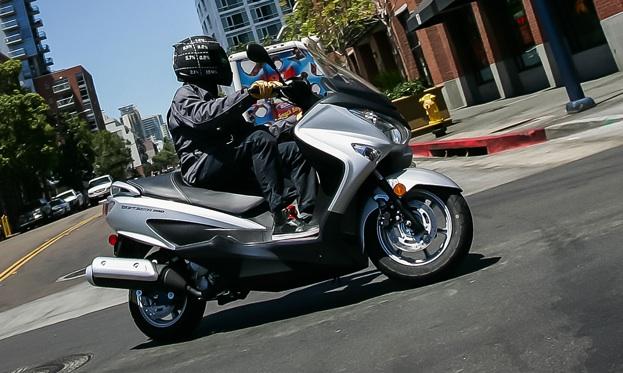 2014-Suzuki-Burgman-200-2