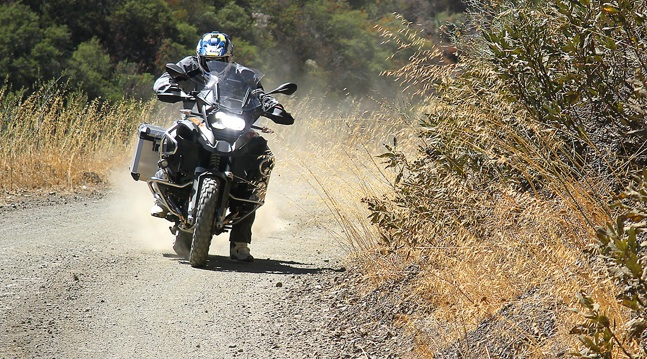 2014-BMW-R1200GS-vs-KTM-1190-Adventure-R-2