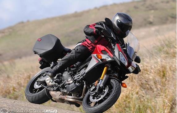 2015-Yamaha-FJ-09-first-ride2