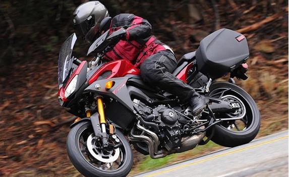 2015-Yamaha-FJ-09-first-ride3