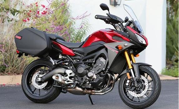 2015-Yamaha-FJ-09-first-ride4