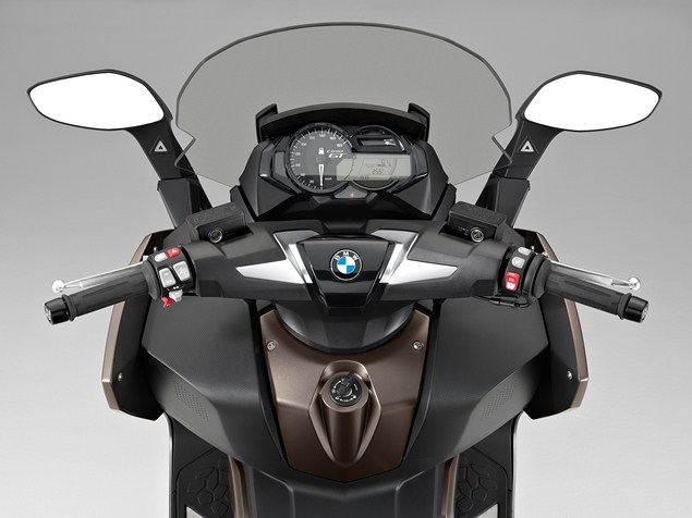 2016-BMW-maxi-scooter-dash