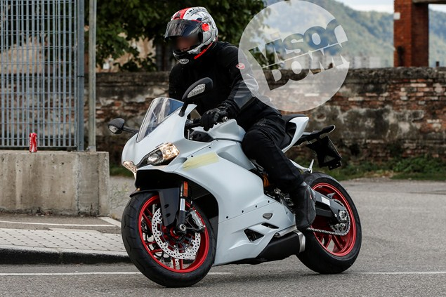 Ducati-panigale-959-spy-shot